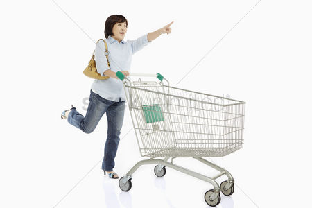Shopping cart : Woman pushing a shopping cart