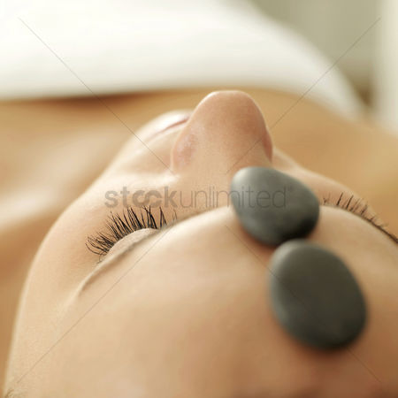 Relaxing : Woman receiving hot stone treatment