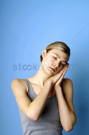 Attraction : Woman taking a nap