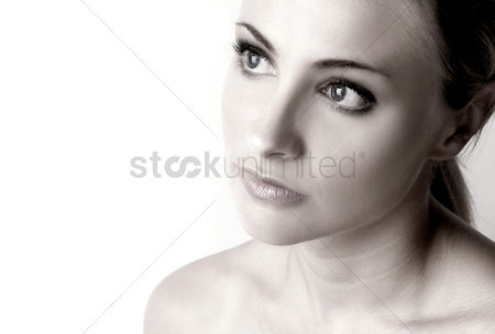 Head shot : Woman thinking