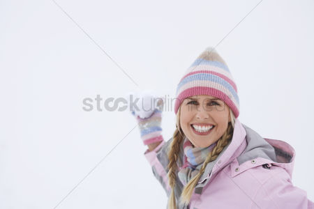 Fight : Woman throwing snowball portrait
