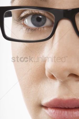 Vision : Woman wearing glasses