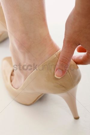 Pain : Woman wearing stilletoe shoes with sore heel