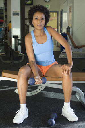 Workout : Woman weightlifting with dumbbells