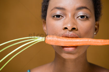Alert : Woman with a carrot in her mouth