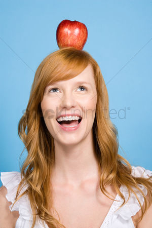Alert : Woman with an apple on her head