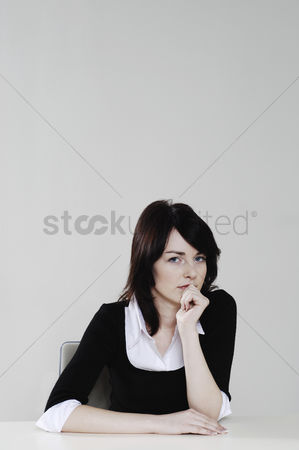 Wondering : Woman with curious look