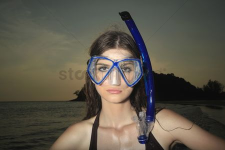 Diving : Woman with scuba mask