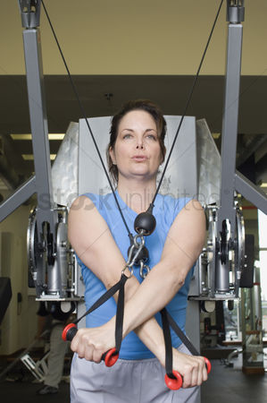 Workout : Woman working out on weightlifting machine