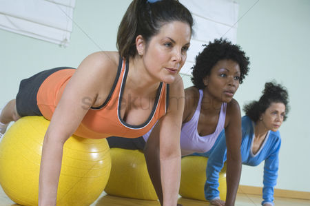 Body : Women in exercise class