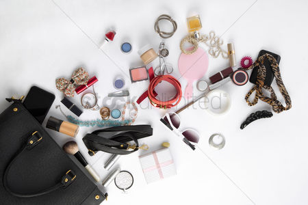 Sets : Women s handbag and accessories on white background