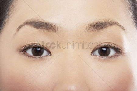 Vision : Young asian woman s eyes
