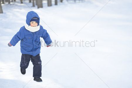 Jacket : Young boy running in the snow