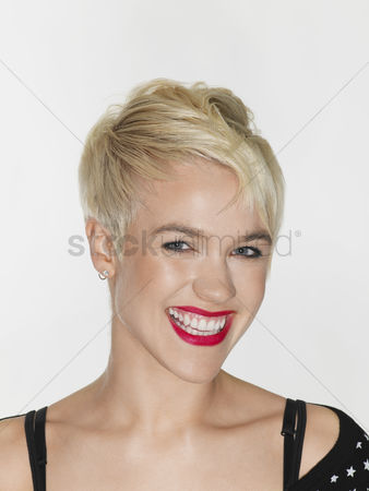Head shot : Young woman laughing close-up