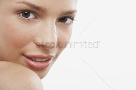 Young woman : Young woman looking over shoulder