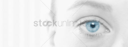 Alone : Young woman s eye