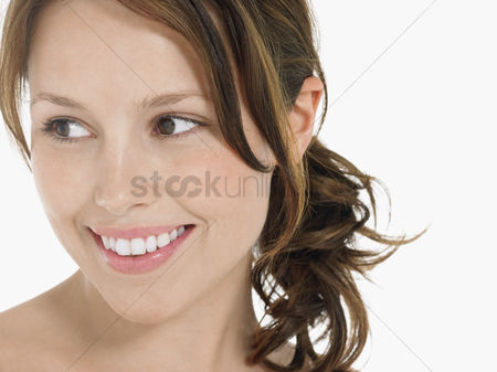 Smile : Young woman smiling close up head shot