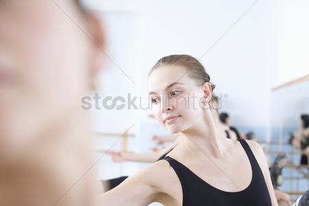 Dance : Young woman stretches into ballet pose